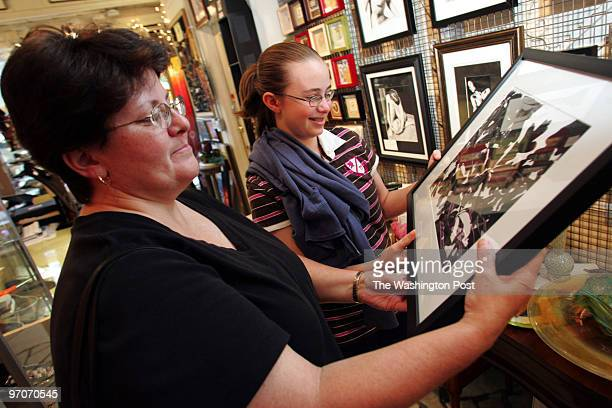 hxartwalk DATE September 07 2007 CREDIT Mark Gail/ TWP Ellicott City Md ASSIGNMENT# 193891 EDITED mg Grace Vukcevich and her daughter Mara Vukcevich...