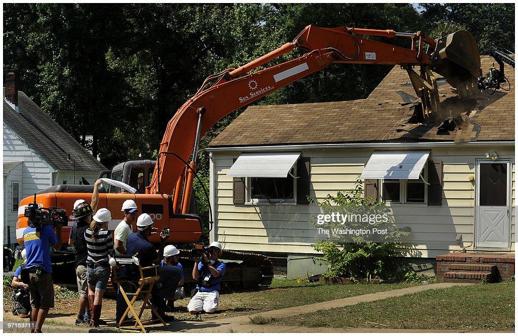 SLUG:re-extremedemo DATE:August 23, 2009 CREDIT: Mark Gail/T : News Photo