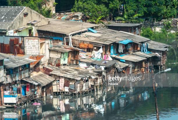 casas de barrios de tugurios en yakarta, indonesia - barriada fotografías e imágenes de stock