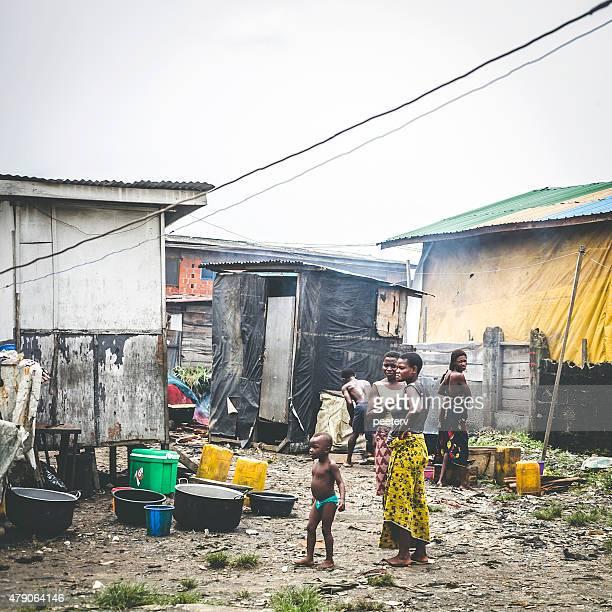 bidonville rues de lagos, nigéria. - nigeria photos et images de collection