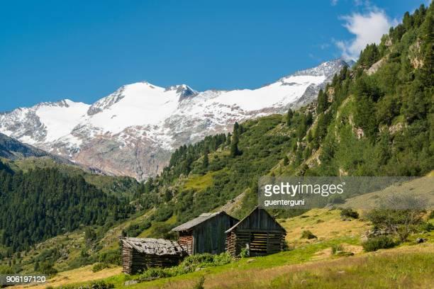 Kleine Hütten in den Ötztaler Alpen, Nord-Tirol, Österreich