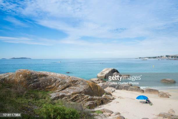 small and quite beach in the o grove, rias baixas, pontevedra, spain - provincia di pontevedra foto e immagini stock