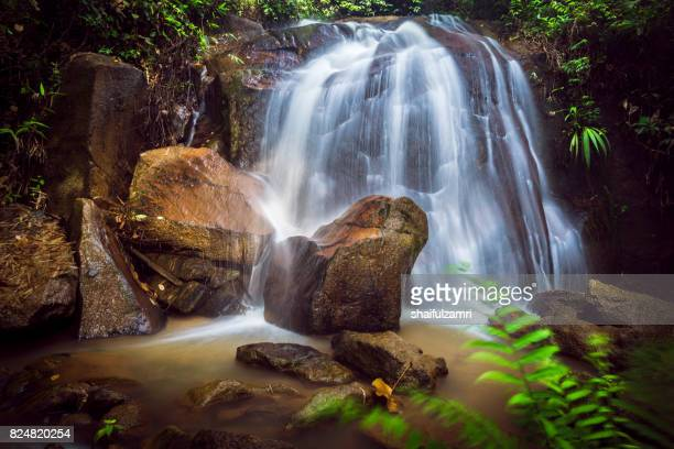 small and safe water flows, cool air and green scenery are attractions that you can enjoy when you visit gombak waterfall in selangor, malaysia - shaifulzamri stockfoto's en -beelden