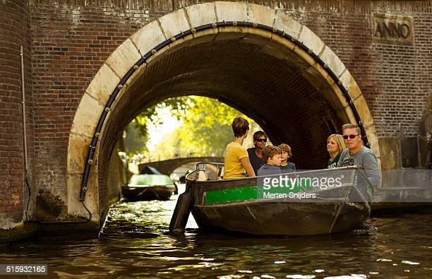 small boat below leidsegracht bridge arch - merten snijders stock pictures, royalty-free photos & images