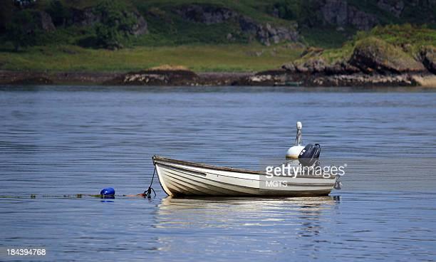 pequeño embarcaciones - barco pesquero fotografías e imágenes de stock