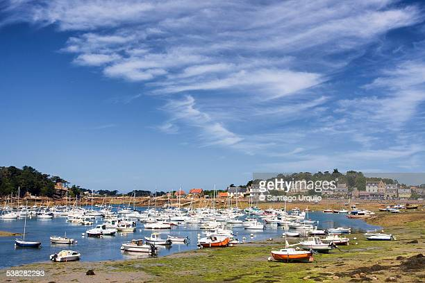 small boats in the protected harbor of ploumanac'h - perros guirec photos et images de collection