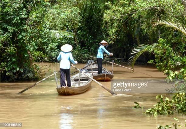 small boats on a backwater of the mekong river, mekong delta, sw vietnam - frans sellies stockfoto's en -beelden