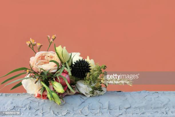 small bouquet on a gray-brown background. wedding bouquet, holiday greetings. - mazzo di rose foto e immagini stock