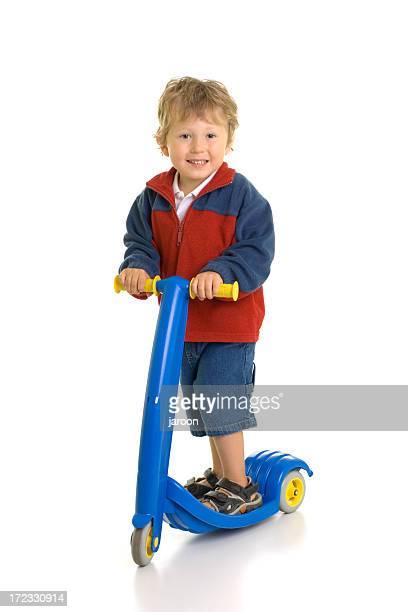 Kleiner Junge und seine scooter