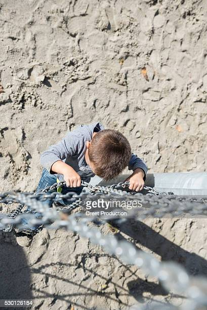 small boy playground climbing chain from above - spaß stock pictures, royalty-free photos & images
