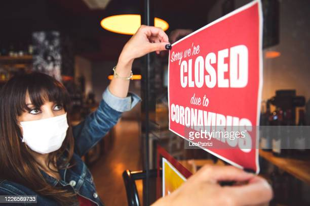 small business closing sign due to covid-19 coronavirus - closing stock pictures, royalty-free photos & images