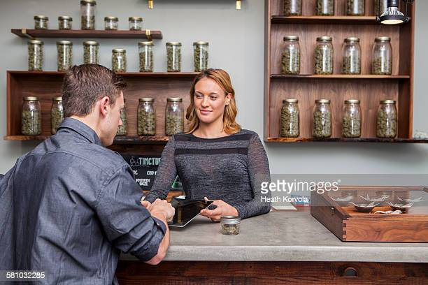 small business marijuana dispensary in oregon. - cannabis store stock pictures, royalty-free photos & images