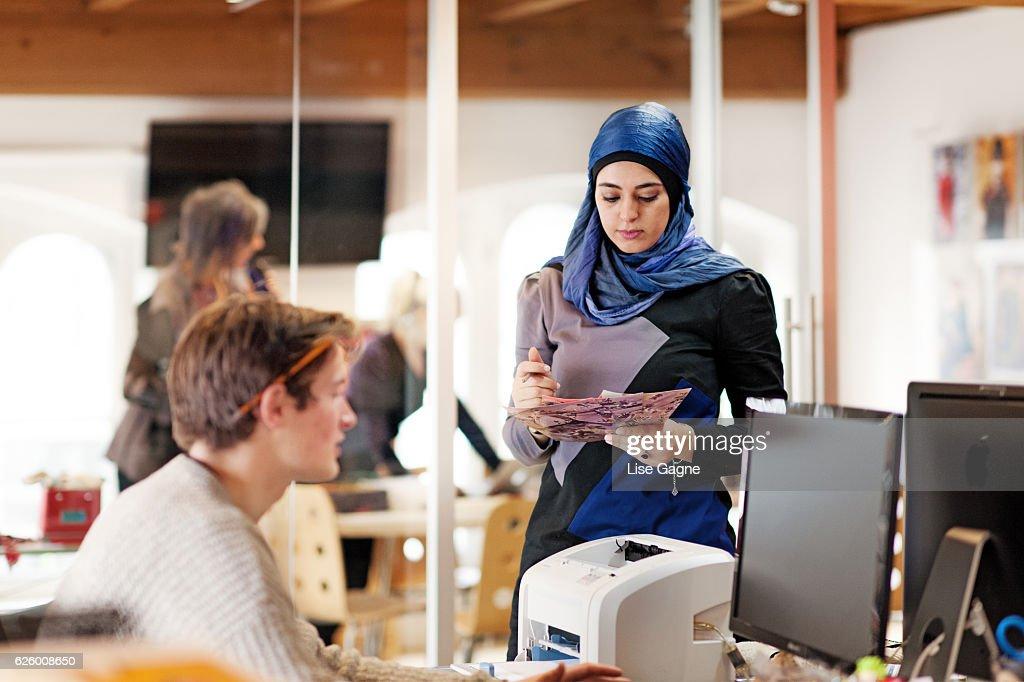 Pequeñas reuniones de negocios : Foto de stock