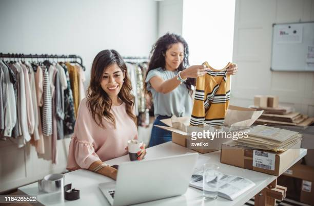 small business owners - merchandise stock pictures, royalty-free photos & images