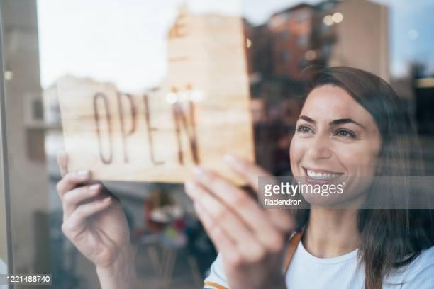 small business - evento de abertura imagens e fotografias de stock