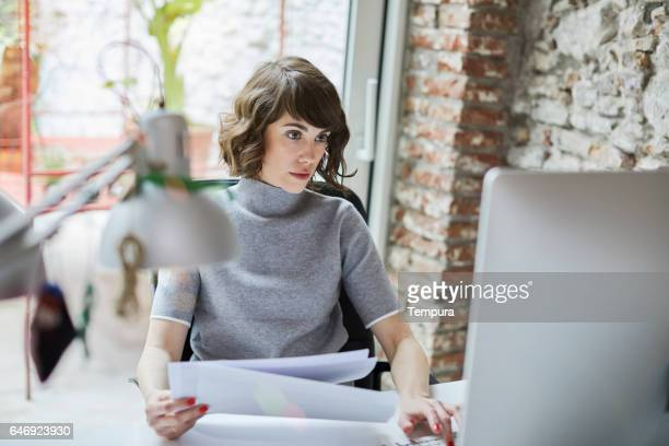 161218 small business, working at the office. - concentration stock pictures, royalty-free photos & images