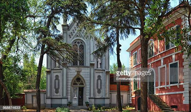 small catholic church in grand island - emreturanphoto stock pictures, royalty-free photos & images