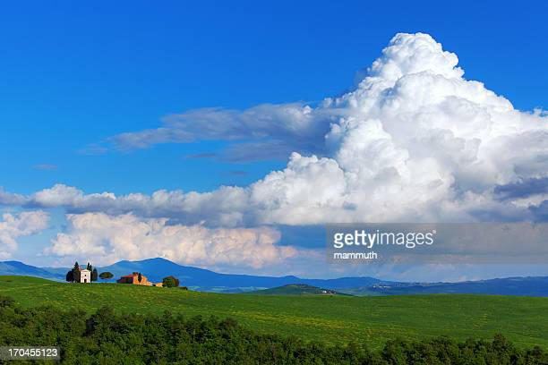 small chapel in tuscany - cumulonimbus stock pictures, royalty-free photos & images