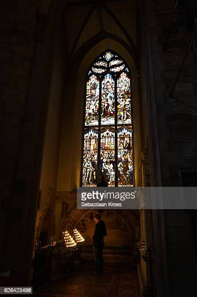 small chapel inside saint giles cathedral, candles, prayer, edinburgh, united kingdom - st. giles cathedral stock pictures, royalty-free photos & images