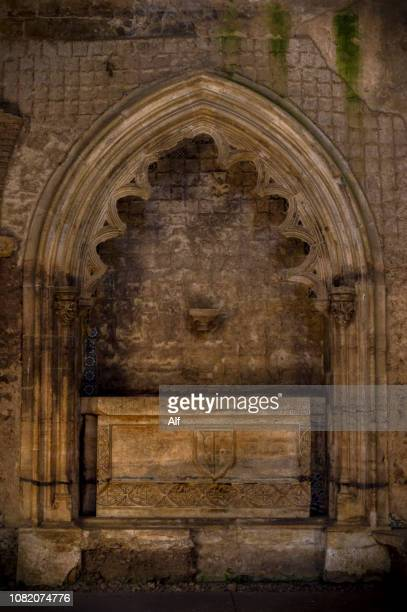 small chapel with burial in the monastery of santa clara a velha in coimbra, coimbra, portugal - cloister stock pictures, royalty-free photos & images