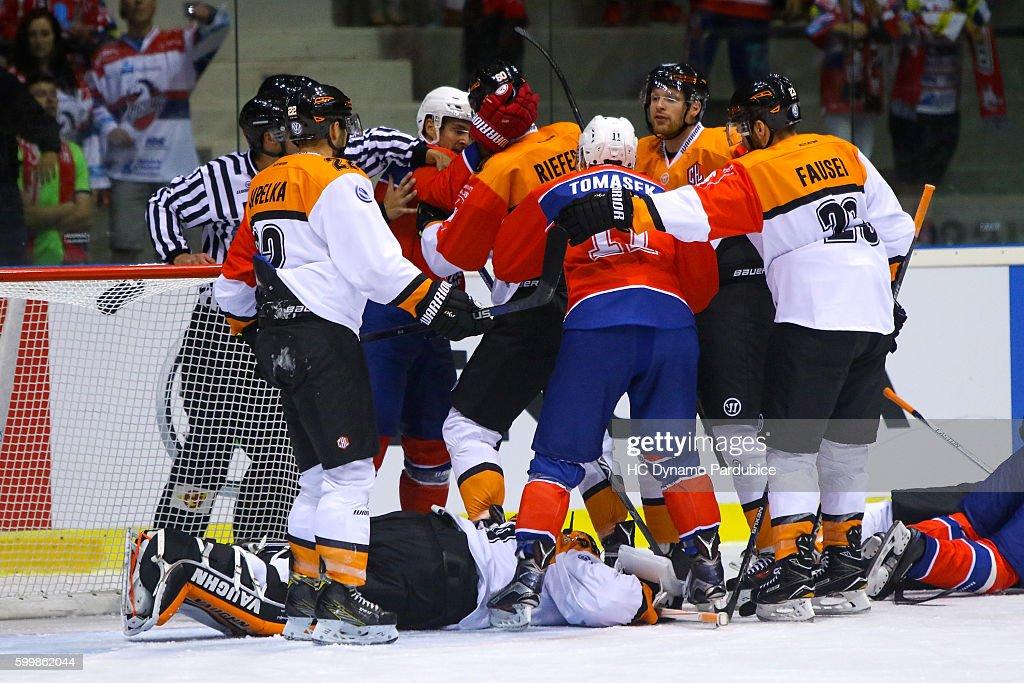 CZE: Dynamo Pardubice v Grizzlys Wolfsburg - Champions Hockey League