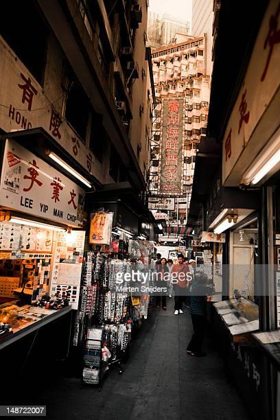 small commercial alley between central and sheung wan. - merten snijders imagens e fotografias de stock