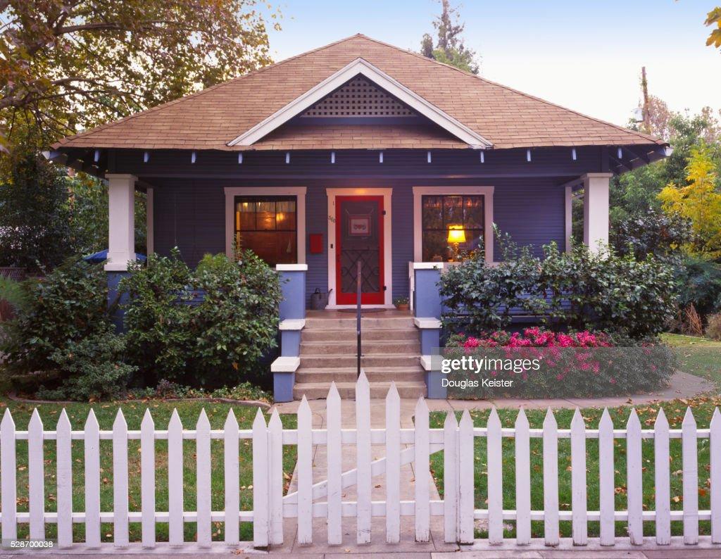 Small craftsman bungalow : Foto de stock