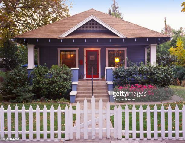 Bungalow Stock Photos And Pictures