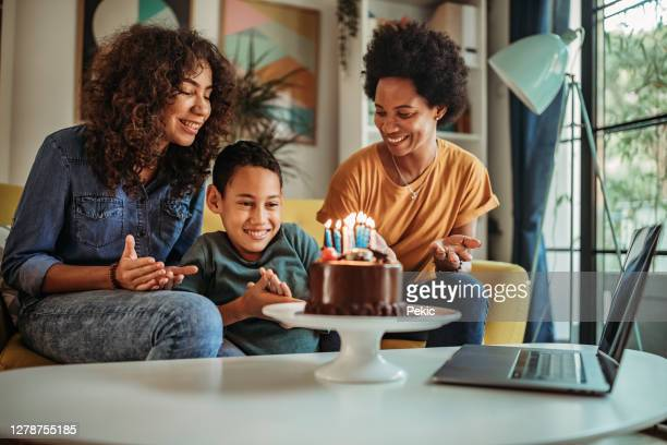 small family birthday party during pandemic - happy birthday images for sister stock pictures, royalty-free photos & images