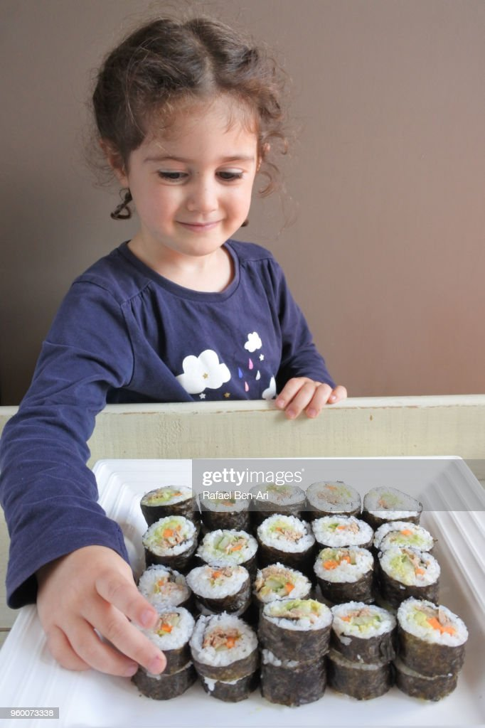 Small girl wants to eat Sushi : Stock-Foto
