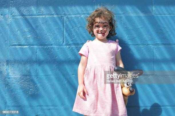 small girl with a face painting of a dog face - rafael ben ari - fotografias e filmes do acervo