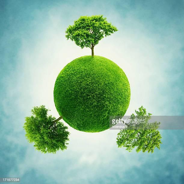 Kleinen grünen Planeten mit Bäumen