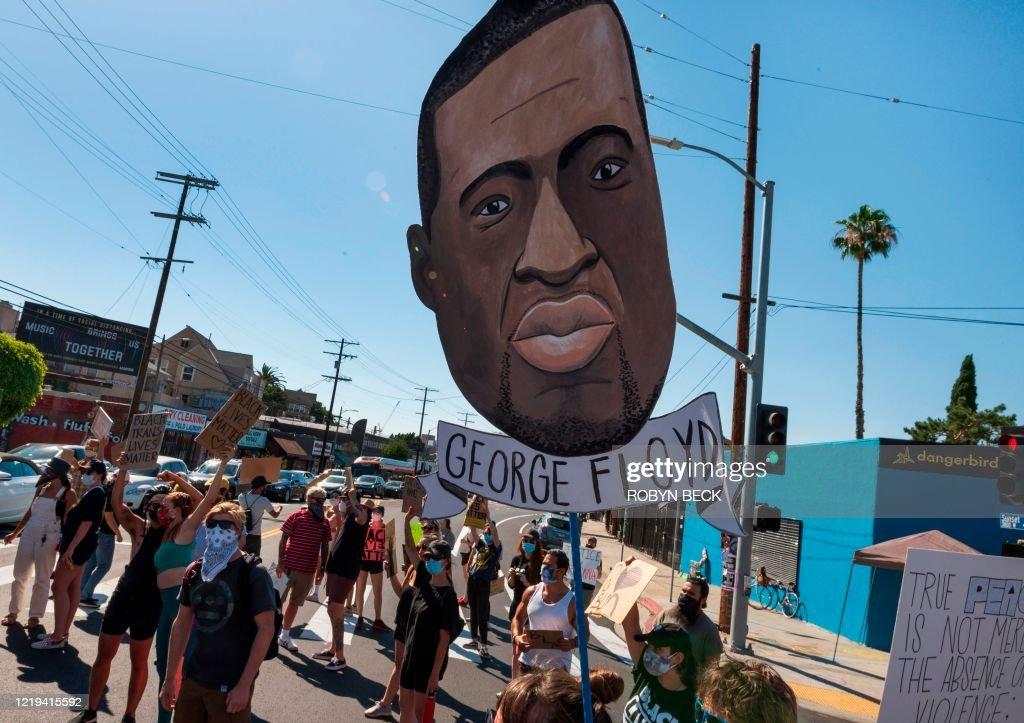TOPSHOT-US-POLITICS-RACISM-DEMONSTRATION : News Photo
