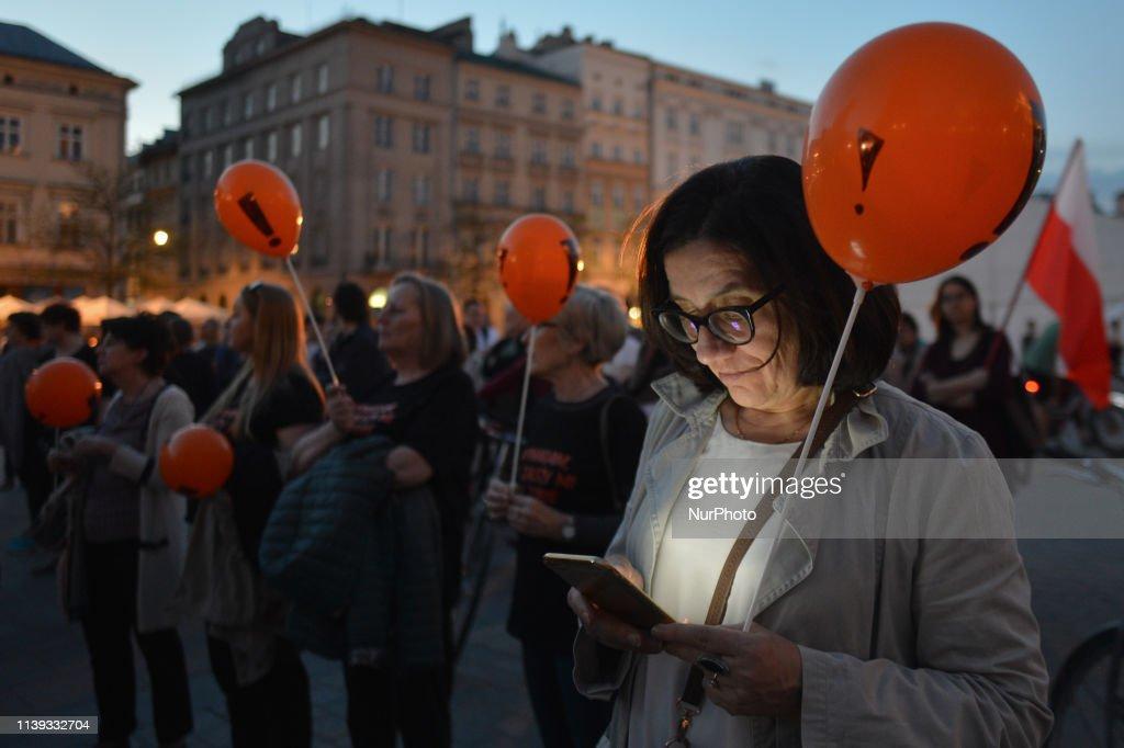 POL: Polish Teachers Suspend Strike Until September
