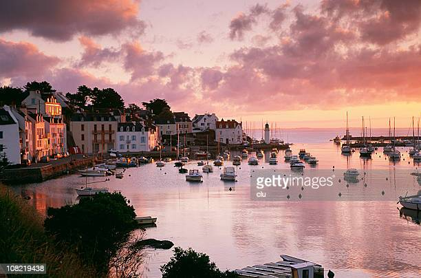 petite harbour belle-île-en-mer au coucher du soleil - golfe du morbihan photos et images de collection