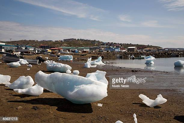 small iceburgs in harbor - baffin island stock pictures, royalty-free photos & images