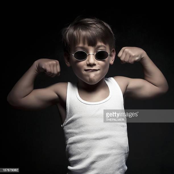 Kleines Kind wodurch einige Muskel