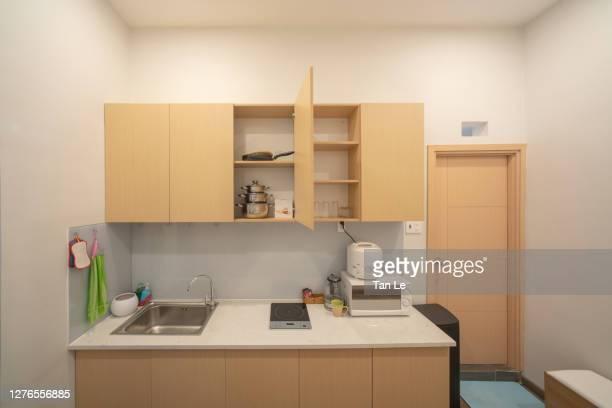 small kitchen in a vietnamese house - de petite taille photos et images de collection