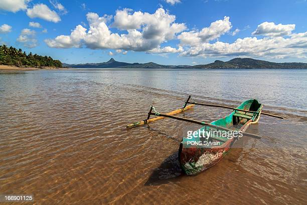 small local boat on mayotte island - comores photos et images de collection