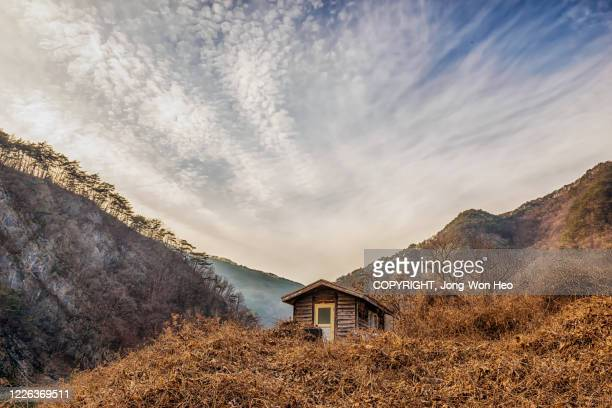 a small log cabin on the hill in the mountain range - gangwon province stock pictures, royalty-free photos & images