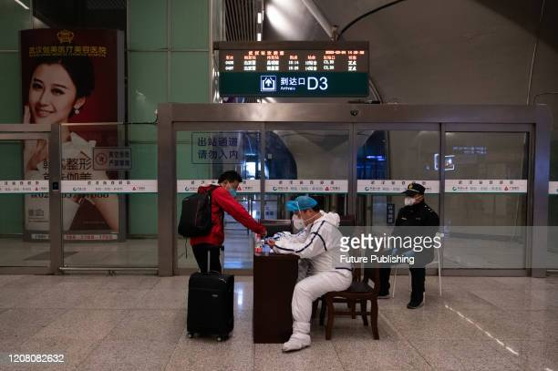 Small number of passengers walk out of Wuhan railway station, Wuhan City, Hubei Province, China, March 24, 2020.- PHOTOGRAPH BY Costfoto / Barcroft...