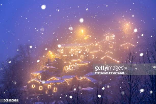 small old village illuminated by christmas light. - italia stockfoto's en -beelden