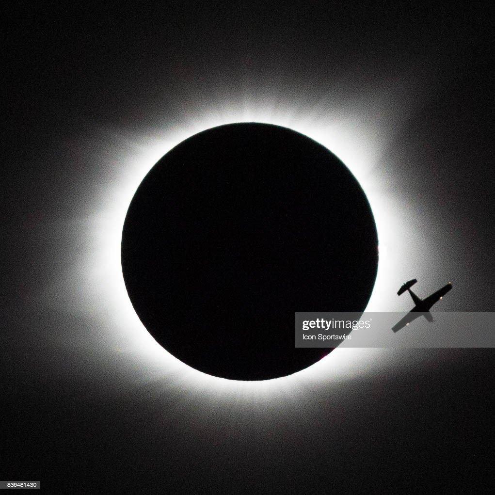 NEWS: AUG 21 Total Solar Eclipse : News Photo