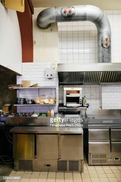 small restaurant kitchen - afzuigapparaat stockfoto's en -beelden