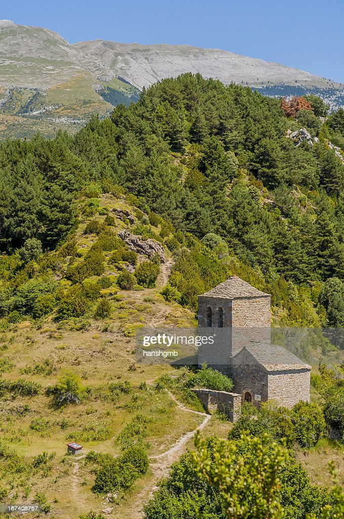 Small Romanesque Church : Bildbanksbilder