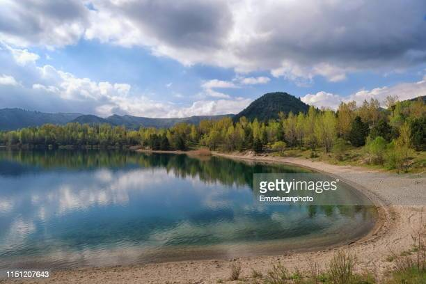 small sand beach of the lake at gölcük national park near isparta. - emreturanphoto stock pictures, royalty-free photos & images