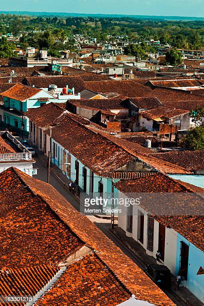 small street rooftops in birdseye view - merten snijders stock pictures, royalty-free photos & images