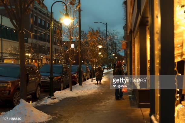 pequeña ciudad américa - traverse city - traverse city fotografías e imágenes de stock
