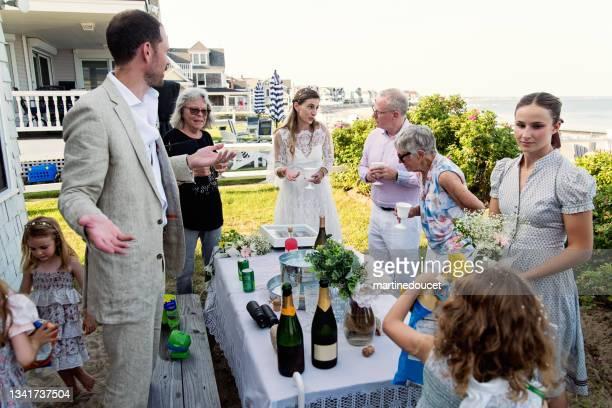 """small wedding celebrations in family beach house. - """"martine doucet"""" or martinedoucet imagens e fotografias de stock"""