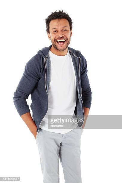 inteligente homem africano em branco em pé - mãos no bolso - fotografias e filmes do acervo
